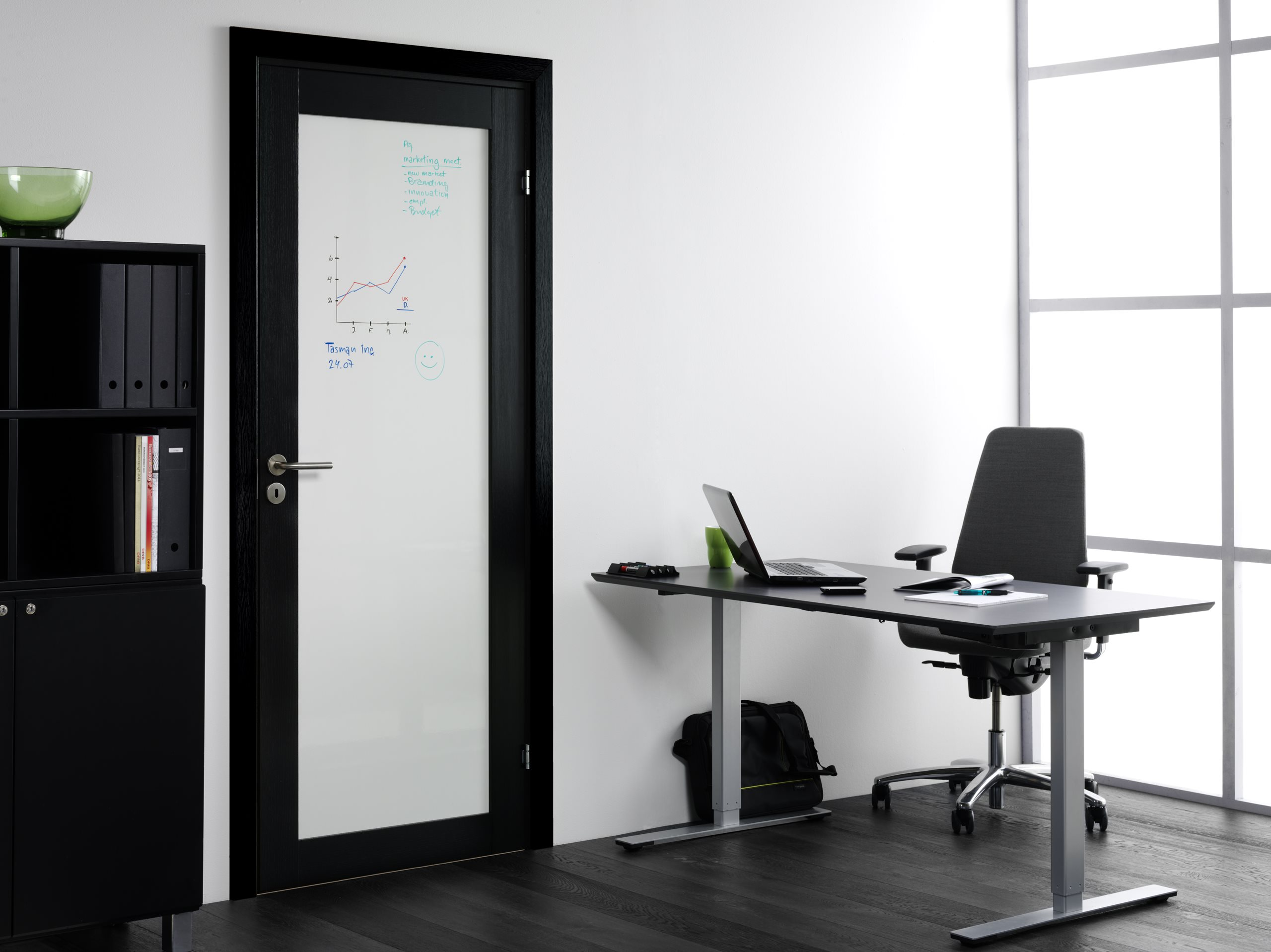 Unique-01L-whiteboard-black-oak-scenery